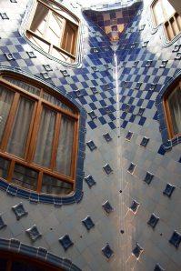 Gaudi avea o grija deosebita pentru patrunderea luminii naturale